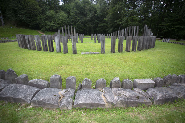 Foto de The ruins of the big circular temple in the sacred areaSarmizegetusa Regia - Rumania