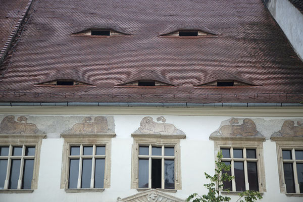Close-up of the roof of Haller house, with five eyes, in Sibiu | Sibiu | Roemenië