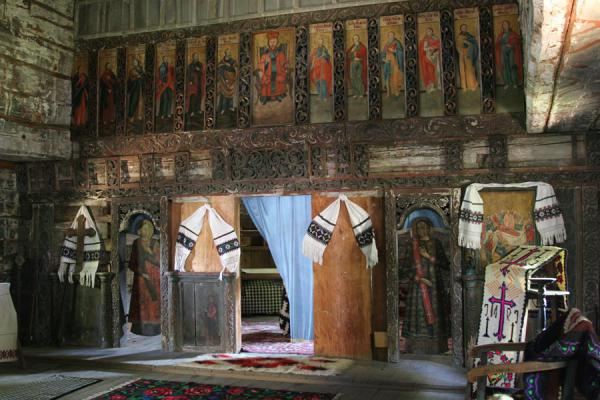 Foto di Interior of Maramures church in the Village Museum - Rumania - Europa
