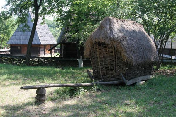 Sledge with hut in the Village Museum | Dorpsmuseum Satului | Roemenië