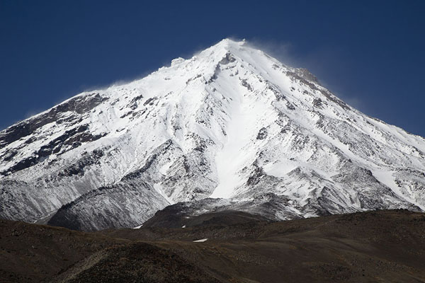 Pyramidal Koryaksky Volcano covered in snow | Avachinsky Pass | Rusland
