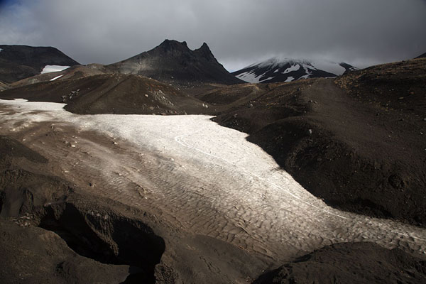Small glacier coming down below Camel Mountain | Avachinsky Pass | Russie