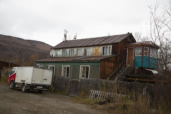 Photo de One of the many wooden houses in EssoEsso - Russie