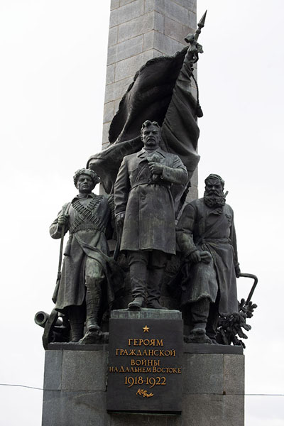Foto van Close-up of the sculpture on the monument for the heroes of the 1918-22 civil warChabarovsk - Rusland