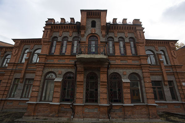 Foto van Red brick building on the main street of KhabarovskChabarovsk - Rusland