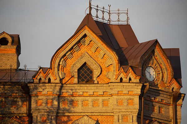 Foto de Late afternoon light on the corner of the Far East State Research LibraryJabárovsk - Rusia