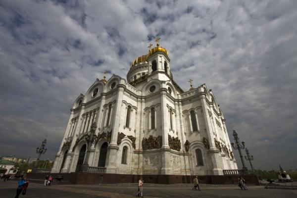 Side view of the cathedral against a background of clouds | Cathedral of Christ the Saviour | Russia