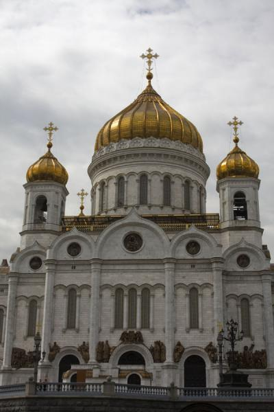 Picture of Cathedral of Christ the Saviour (Russia): Looking up at the Cathedral of Christ the Saviour