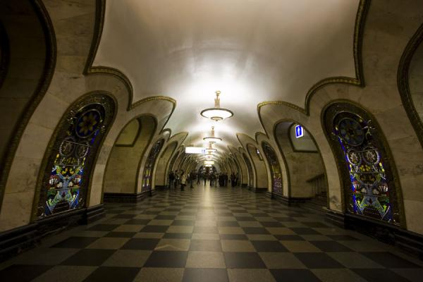 Foto van Stained-glass panels at Novoslobodskaya subway stationMoskou metrostations - Rusland