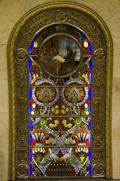 Foto van Stained glass panel at Novoslobodskaya subway stationMoskou metrostations - Rusland