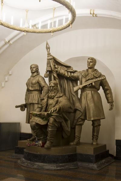 Foto van Sculpture at Belorusskaya subway stationMoskou metrostations - Rusland