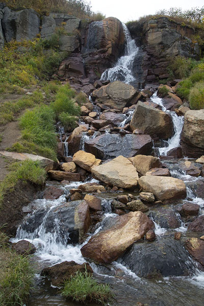 Waterfall with hot water just above the hot pool near the small Valley of the Geysers | Mutnovsky Valley of Geysers | 俄罗斯