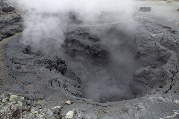 Boiling mud in a pool in the crater | Mutnovsky vulkaan | Rusland