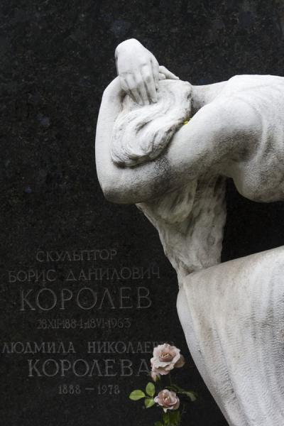 White statue contrasting with black tombstone at Novodevichy Cemetery | Novodevichy Convent and Cemetery | Russia