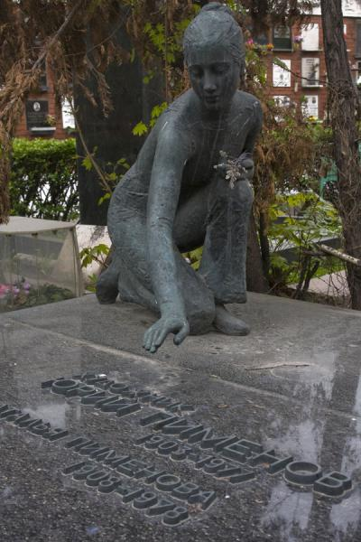 Picture of Endearing statue seeming to eternally caress a tomb at Novodevichy Cemetery