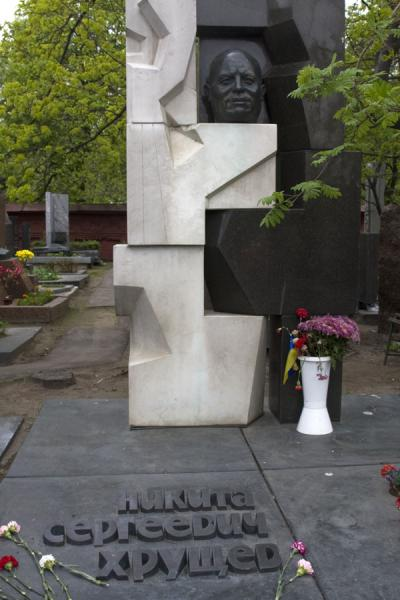 Grave of Nikita Khrushchev in black and white at Novodevichy Cemetery | Novodevichy Convent and Cemetery | Russia