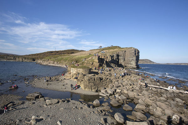 Narrow stretch of rocky land near Cape Tobizina | Ile Russky | Russie