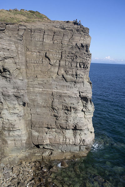 Foto de Steep cliffs towering above the Pacific Ocean near Cape Tobizina - Rusia - Europa