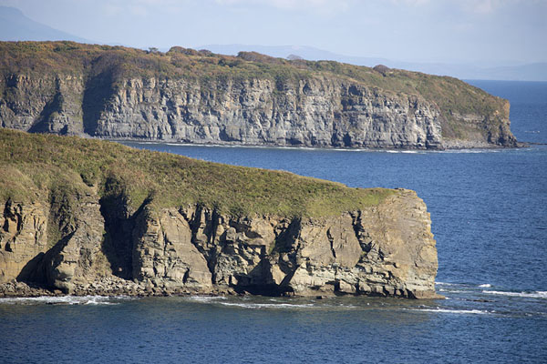 Coastline of Russky island with cliffs | Isola Russky | Russia