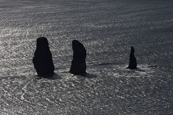 Photo de Close-up of the Three Brothers in Avachinsky BayThree Brothers Peninsula - Russie