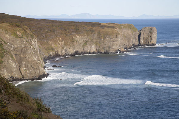 Picture of Three Brothers Peninsula (Russia): The south side of the peninsula with cliffs rising from the Pacific Ocean
