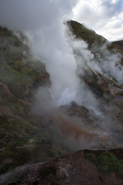 The Big Geyser, one of the largest geyser of the Valley of Geysers, erupting | Valley of Geysers | 俄罗斯