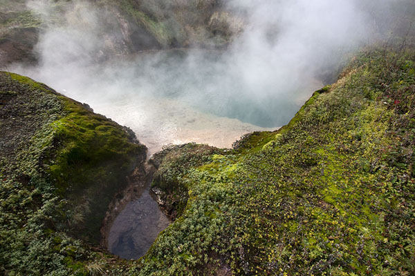 Pool with blue water in the Valley of Geysers | Vallei van de Geisers | Rusland