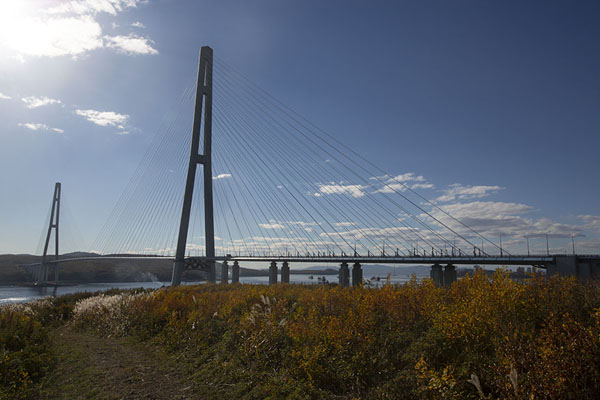 Photo de Russky bridge connects Russky island to VladivostokVladivostok - Russie