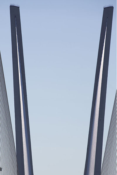 Two pylons of Zolotoy bridge | Vladivostok bruggen | Rusland