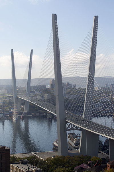 The Zolotoy Bridge spans the Golden Horn of Vladivostok | Vladivostok bruggen | Rusland
