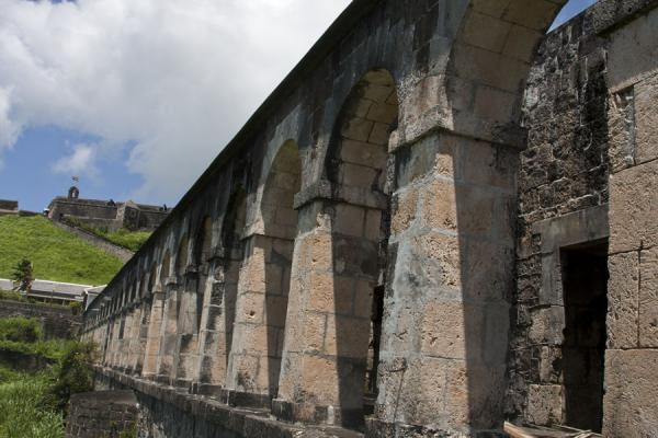 Foto van Arched portico of the Infantry Officers QuartersBrimstone Hill Fortress - St Kitts en Nevis