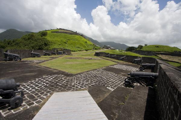 Foto van Brimstone Hill fortress seen from the far corner of the Prince of Wales bastionBrimstone Hill Fortress - St Kitts en Nevis