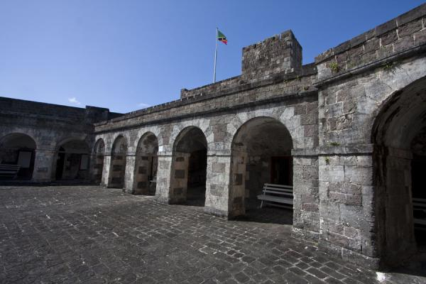 Foto van View of one of the arched portals inside Fort GeorgeBrimstone Hill Fortress - St Kitts en Nevis