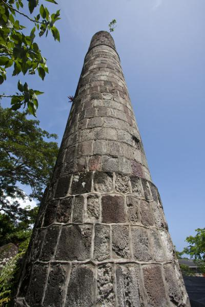 Chimney at the Golden Rock estate | Nevis plantages | St Kitts en Nevis