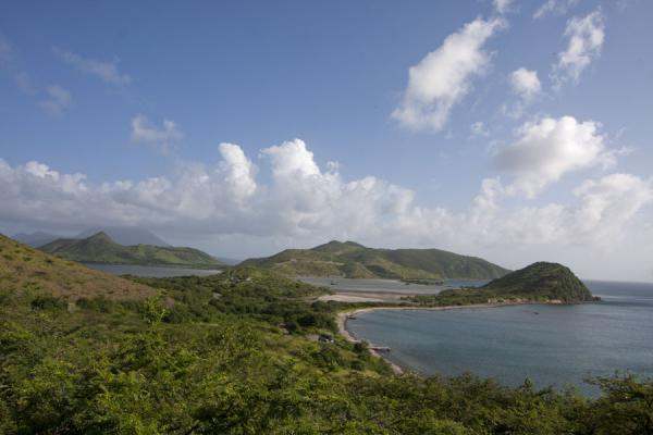 Photo de Peninsula on the western side of the southeast peninsula of St KittsPéninsule surest de St Kitts - St Christoph et Niévès