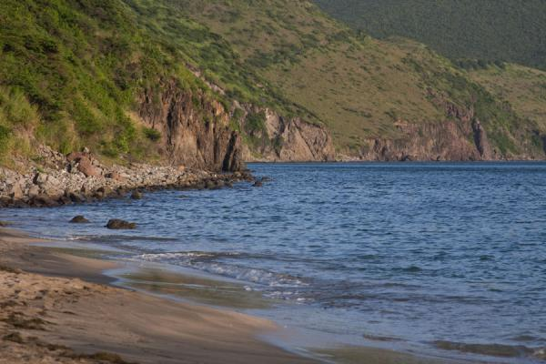 Foto van Beach and rocky shore on the west side of the peninsula at South Friars BaySt Kitts Southeast Peninsula - St Kitts en Nevis