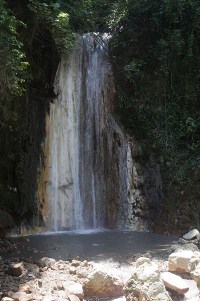 The Diamond Fall with a wall stained by warm water rich in minerals | Diamond Botanical Garden | Saint Lucia