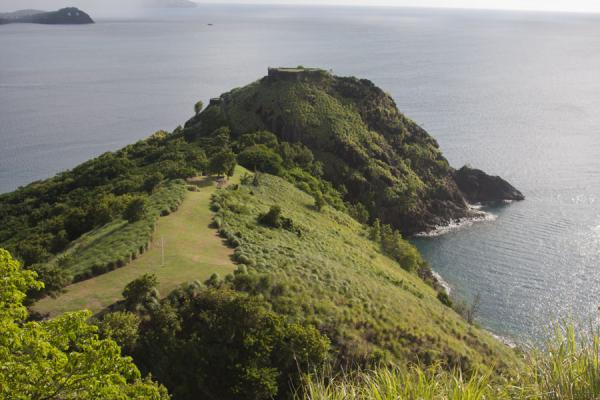 的照片 Fort Rodney and part of Pigeon Island seen from Signal Hill - 圣卢西亚
