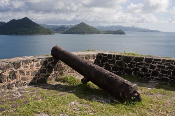 的照片 Old cannon lying on a wall of Fort Rodney - 圣卢西亚