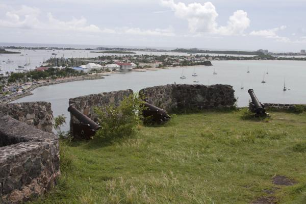 Photo de Looking towards the southwestern part of the island from Fort St Louis - Saint Martin - Amérique