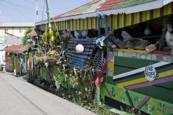 Foto di Reggae bar in Old Wall town on MayreauMayreau - Saint Vincent e Grenadine