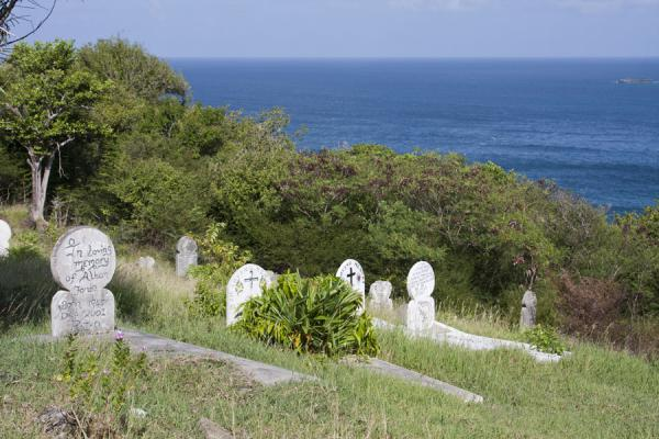 Foto van Cemetery on top of the hill of MayreauMayreau - Saint Vincent en de Grenadines