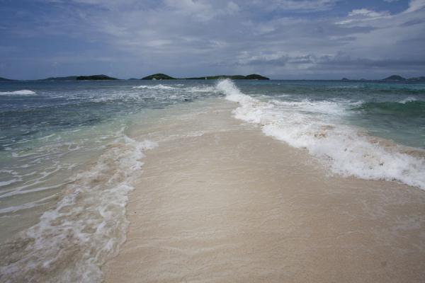 Picture of Tobago Cays (Saint Vincent and the Grenadines): Strip of sand with clashing waves on Petit Tabac island