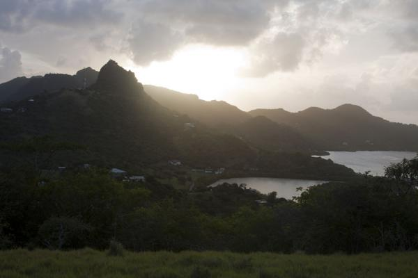 Foto van The mountainous landscape of Union Island just before sunsetUnion  Island - Saint Vincent en de Grenadines