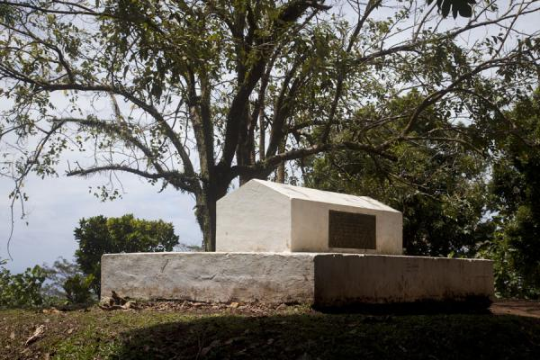 The tomb of Robert Louis Stevenson | Robert Louis Stevenson Museum | 萨摩亚群岛