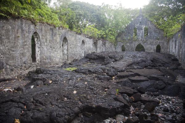 Interior of the church completely covered by lava | Campos de lava de Savai'i | Samoa