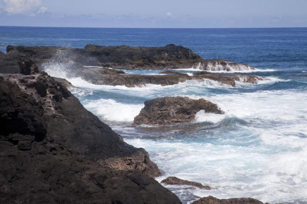 Foto van Waves crashing on the black lava rock coastline of To SuaTo Sua - Samoa