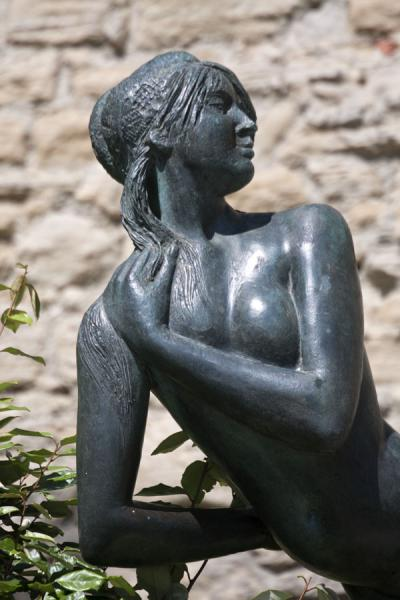 Sculpture of female nude in the historic city of San Marino | Ciudad vieja de San Marino | San Marino