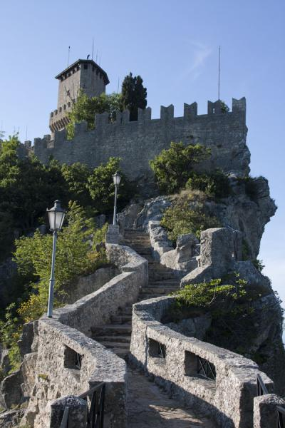 Foto van Stairway leading up to the First Tower or GuaitaDrie Torens van San Marino - San Marino