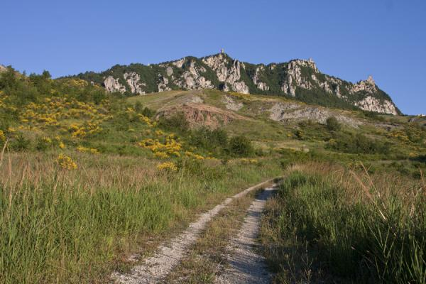 圣马利诺 (The Three Towers of San Marino clearly visible on the crest of Mount Titan)